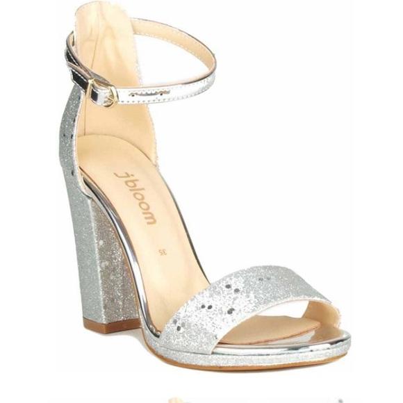 Silver sparkly heels ❤️